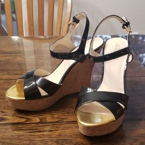 Guess wedge patent leather sandals